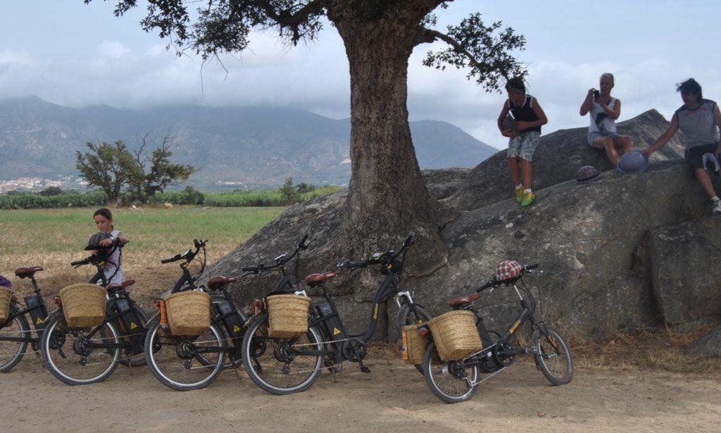 En 'burricicleta' por los Aiguamolls de l'Empordà.